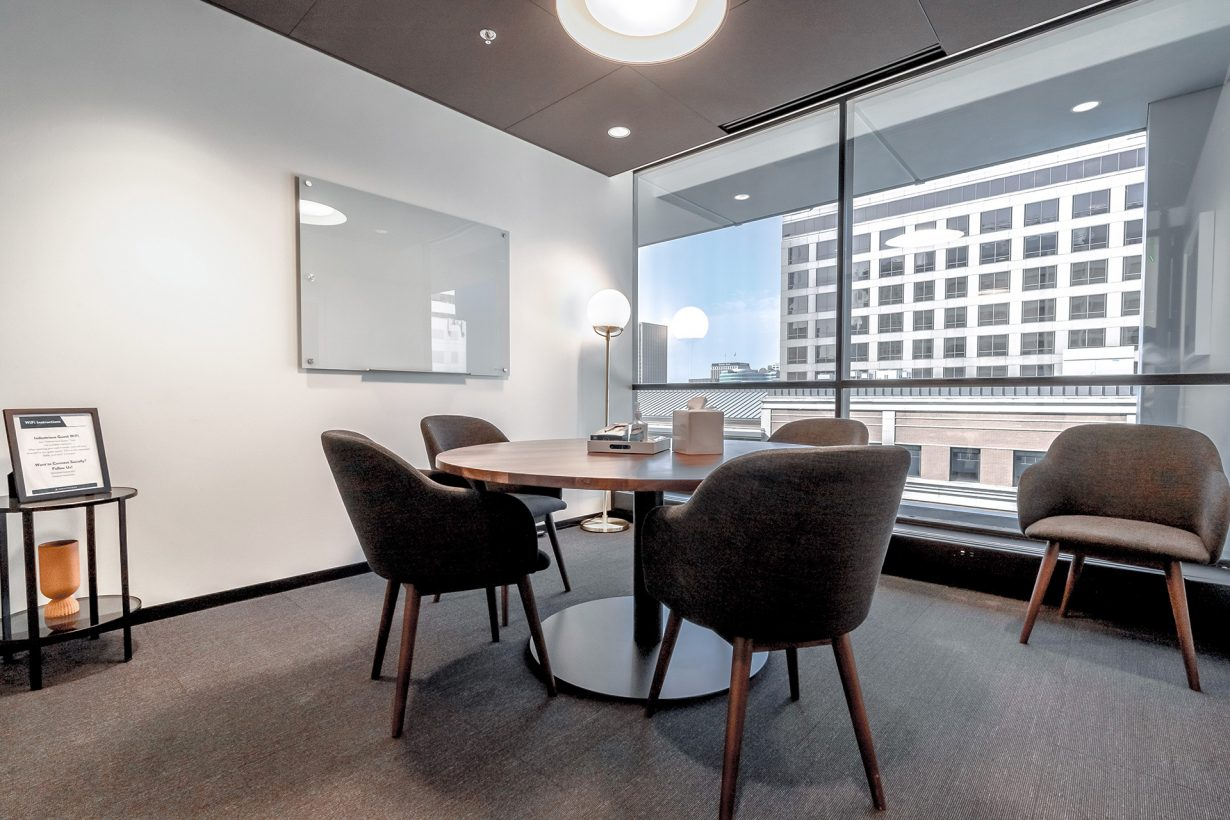 This huddle room is ideal for small gatherings and brainstorms.